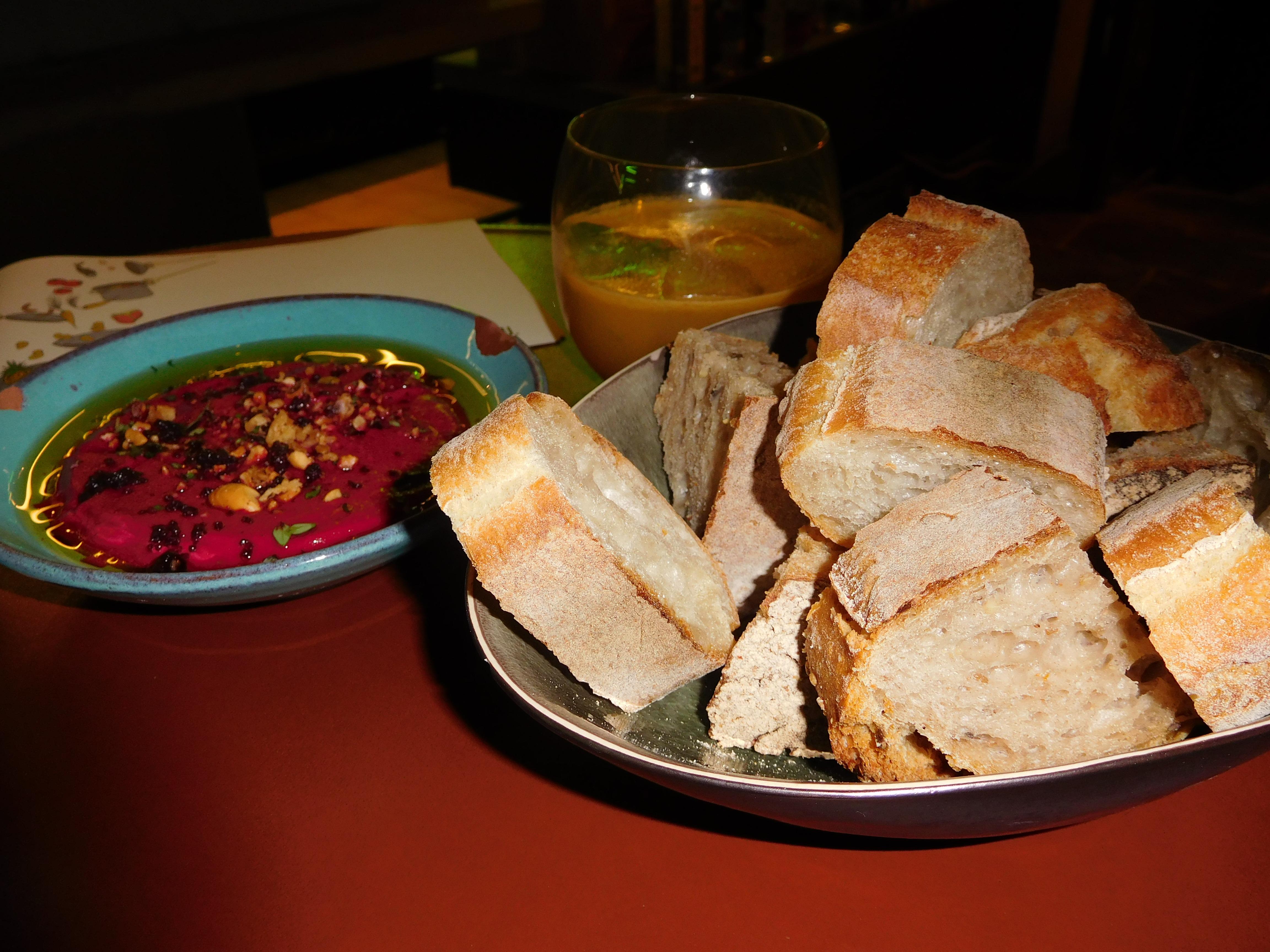 Rodebietendip en aperitief van mandarijn, ananas en kaneel