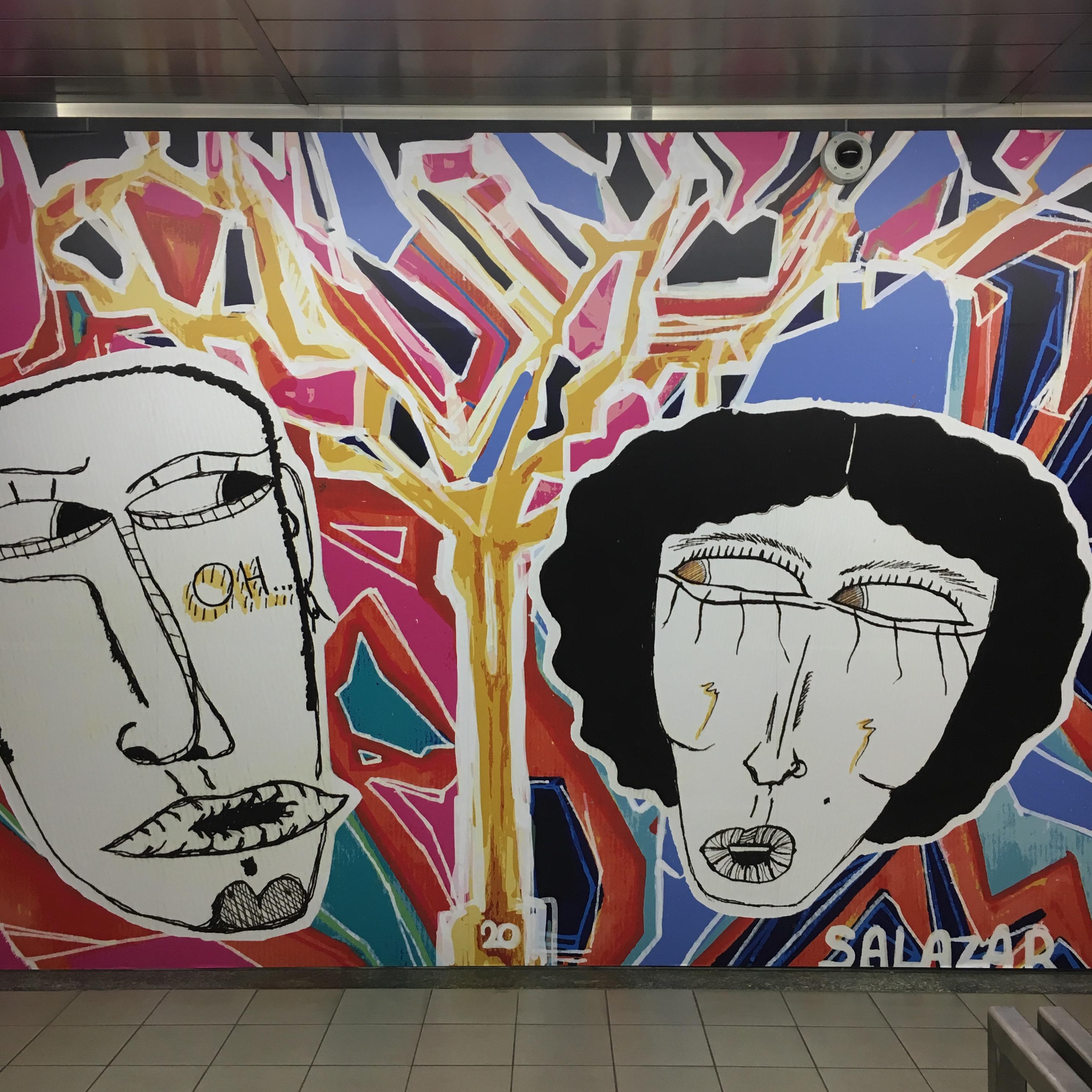 #entramie Salazar Collectif - 'Une rencontre éblouissante' / Frederik S. - graphic design - Gare du Midi uitgang richting bovengrondse trams
