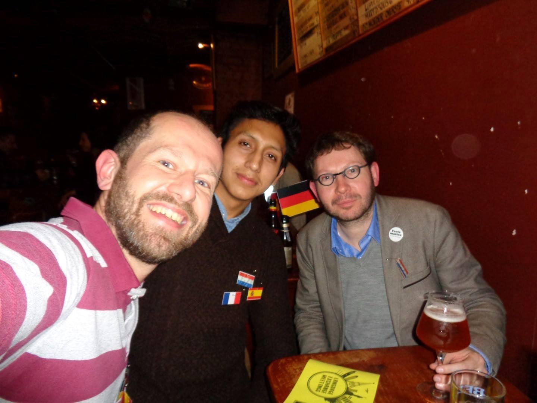 Brussels Language Exchange Meetings: initiatiefnemer Vincent, deelnemer Daniel en uw blogger van dienst.